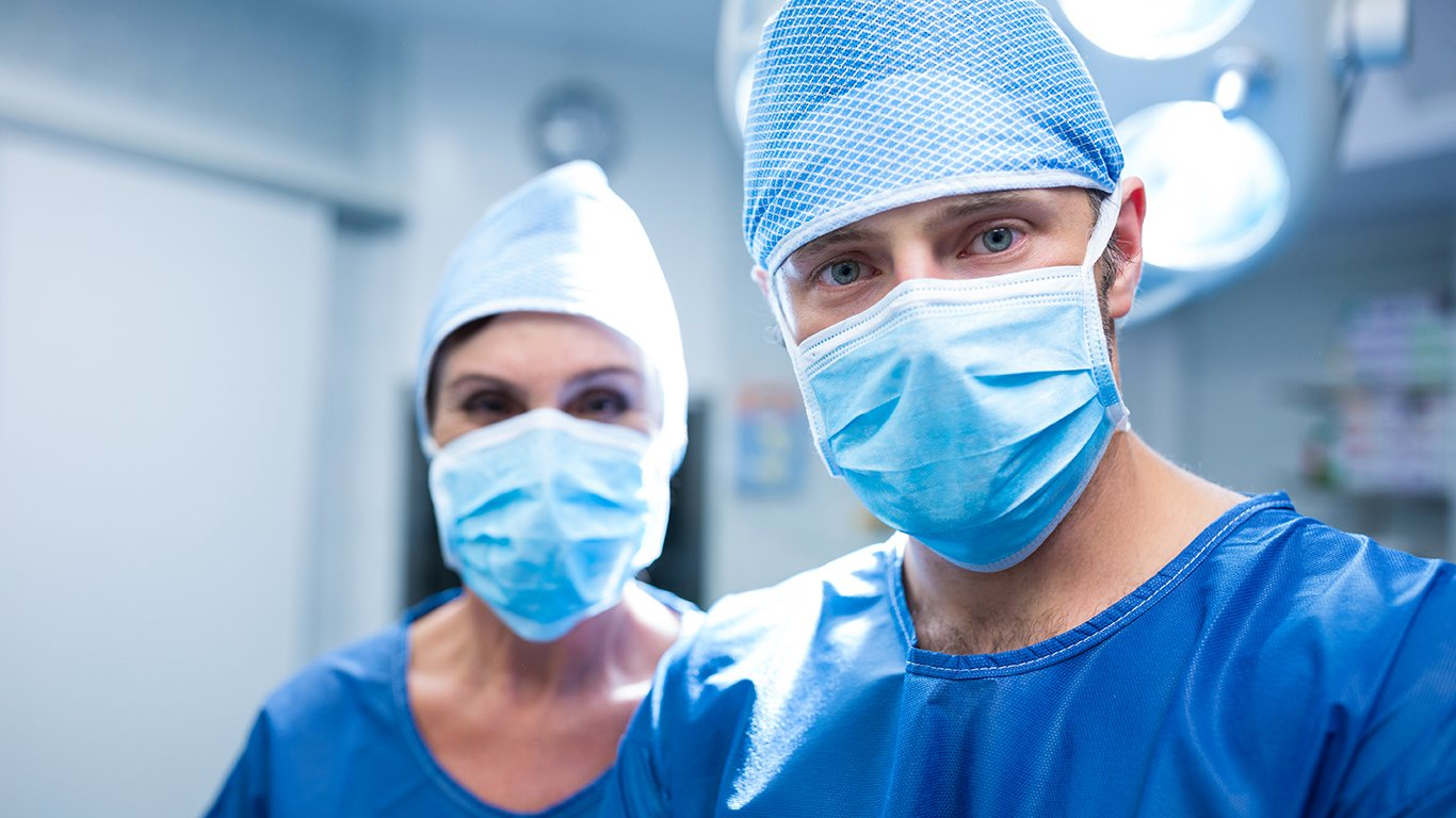 What Does A Hair Transplant Surgeon Do?